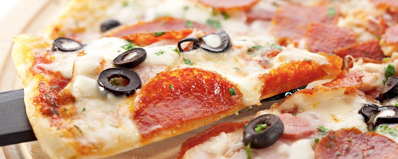 Thin crust pizza at Yummy Pizza